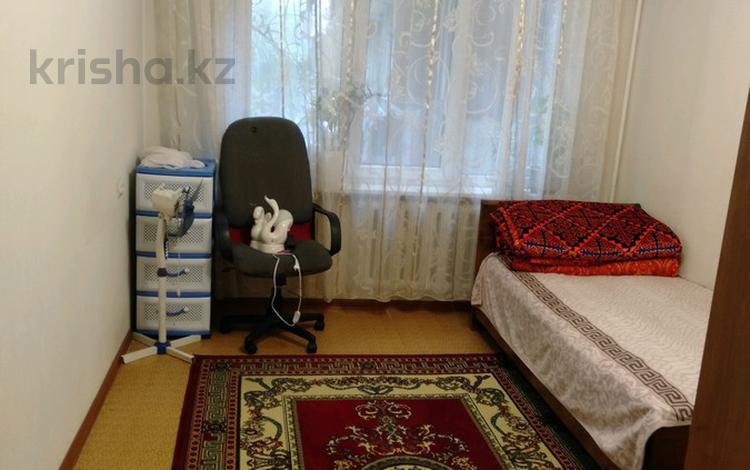 3-комнатная квартира, 65 м², 4/5 этаж, мкр Аксай-2 за 18.5 млн 〒 в Алматы, Ауэзовский р-н
