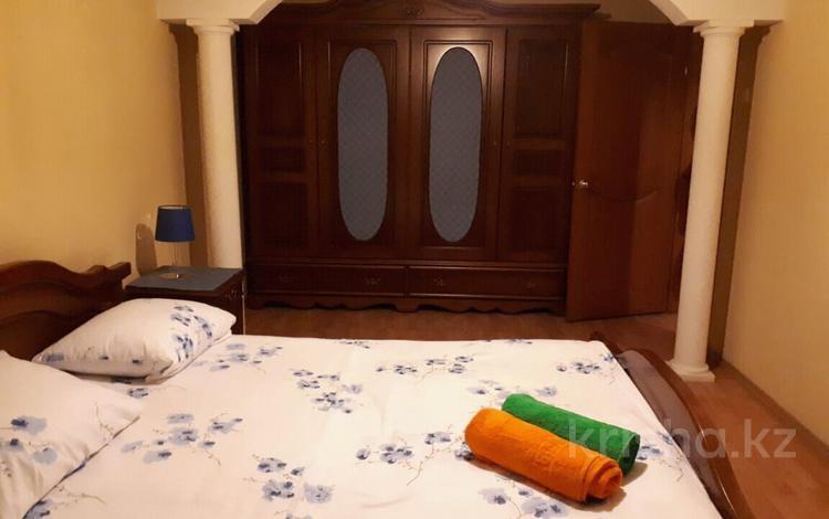 3-комнатная квартира, 60 м², 2/4 этаж посуточно, улица Тулебаева 17 — Макатаева за 13 000 〒 в Алматы, Алмалинский р-н
