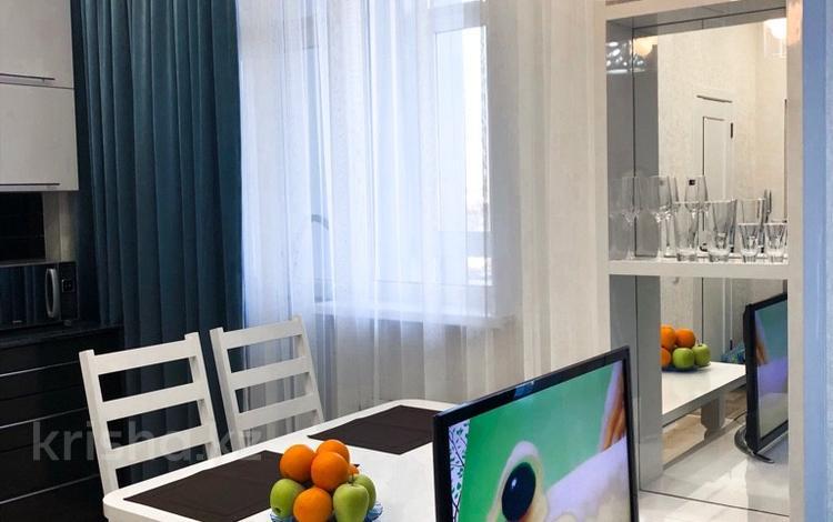 1-комнатная квартира, 49 м², 10/21 этаж посуточно, Туркестан — Орынбор за 9 000 〒 в Нур-Султане (Астана), Есиль р-н