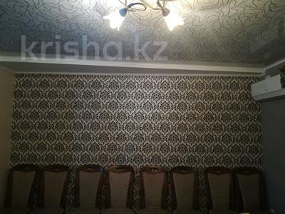 3-комнатная квартира, 70 м², 4/5 этаж, Достык 160 — Пугачева за 17 млн 〒 в Уральске — фото 2