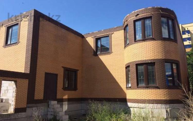 9-комнатный дом, 450 м², 6 сот., Ибатова за 35 млн ₸ в Актобе, мкр 5