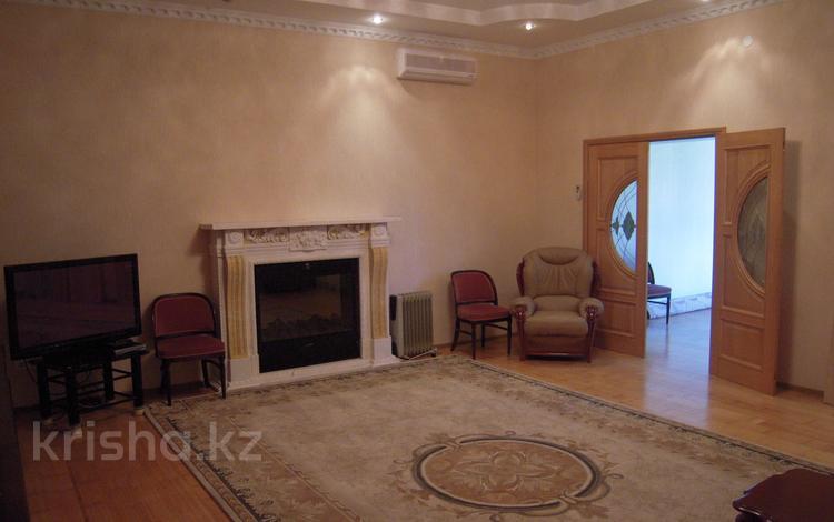 4-комнатный дом помесячно, 180 м², 20 сот., Бимаганова 8 — Жилгородок за 320 000 ₸ в Атырау