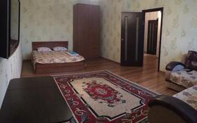 1-комнатная квартира, 52 м², 5/9 этаж посуточно, Молдагуловой 13 — Абулхаир хана за 7 000 〒 в Актобе, мкр 8