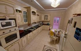 4-комнатная квартира, 156 м², 7/8 этаж, проспект Алии Молдагуловой за 40 млн 〒 в Актобе