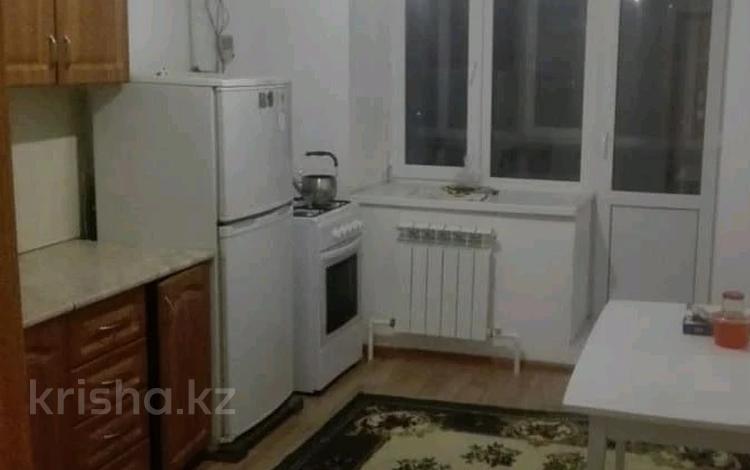 2-комнатная квартира, 60 м², 1/9 этаж помесячно, мкр. Батыс-2, Батыс 2 8г за 65 000 〒 в Актобе, мкр. Батыс-2