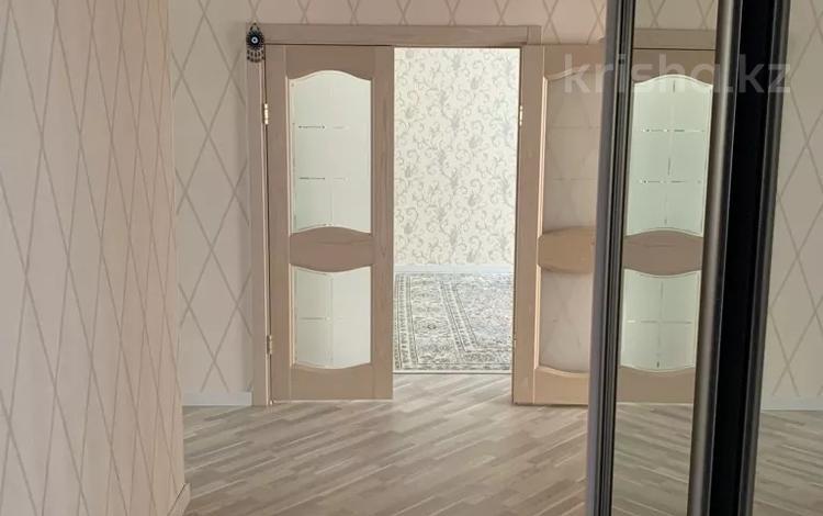 4-комнатная квартира, 132 м², 2/5 этаж, Молдагуловой 57в за ~ 44.4 млн 〒 в Актобе, мкр. Батыс-2