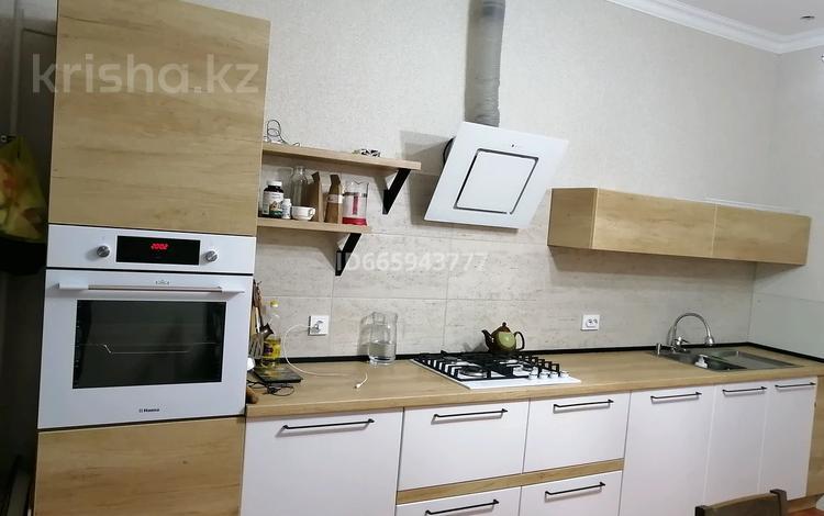 2-комнатная квартира, 80 м², 4/5 этаж, мкр. Батыс-2 64 — Алия Молдагулова за 21.1 млн 〒 в Актобе, мкр. Батыс-2