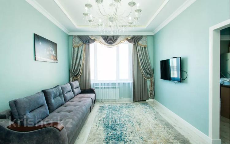 2-комнатная квартира, 80 м², 7/13 этаж посуточно, Туркестан 20 за 12 000 〒 в Нур-Султане (Астана), Есиль р-н