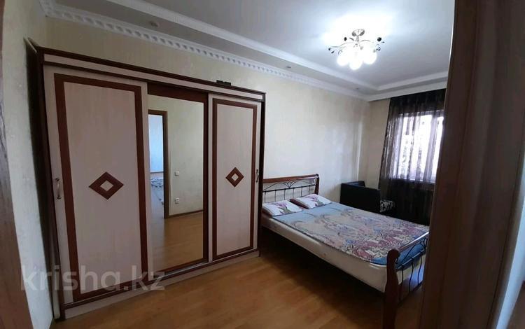 2-комнатная квартира, 72 м², 3/10 этаж помесячно, Байтурсынова за 160 000 〒 в Шымкенте, Аль-Фарабийский р-н