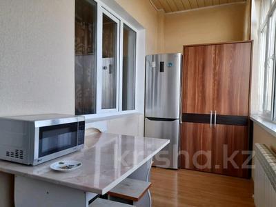 2-комнатная квартира, 72 м², 3/10 этаж помесячно, Байтурсынова — Мадели кожа за 160 000 〒 в Шымкенте, Аль-Фарабийский р-н — фото 10