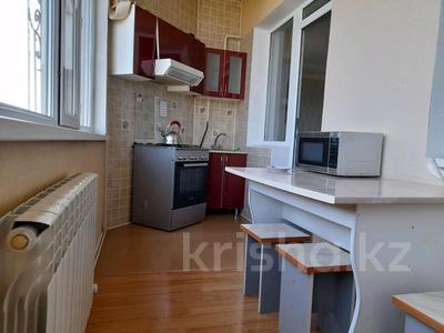2-комнатная квартира, 72 м², 3/10 этаж помесячно, Байтурсынова — Мадели кожа за 160 000 〒 в Шымкенте, Аль-Фарабийский р-н — фото 11