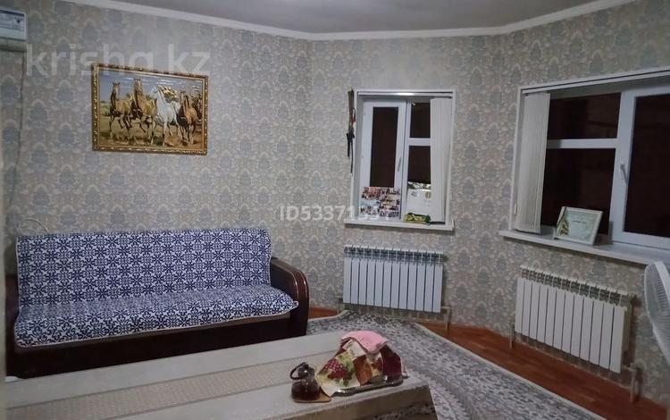 4-комнатный дом, 80 м², 10 сот., Мкр Достык 373 за 19 млн 〒 в Шымкенте, Каратауский р-н