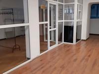 Здание, площадью 1448 м²