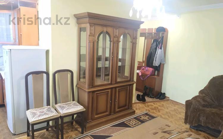 2-комнатная квартира, 52 м², 3/5 этаж помесячно, проспект Бухар Жырау 56 за 90 000 〒 в Караганде, Казыбек би р-н