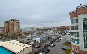 2-комнатная квартира, 90 м², 6/7 этаж помесячно, Алии молдагуловой 47B за 155 000 〒 в Актобе, мкр. Батыс-2