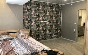 2-комнатная квартира, 58 м², 1/5 этаж посуточно, Деповская — Петровского за 10 000 〒 в Уральске