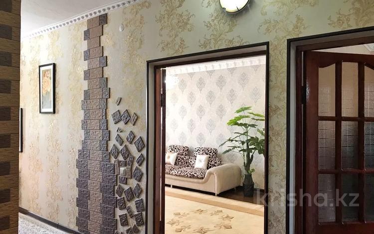 3-комнатная квартира, 80 м², 4/4 этаж, 15 мкр 43 — Жандосова за 20 млн 〒 в Шымкенте, Енбекшинский р-н