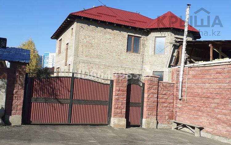 6-комнатный дом, 240 м², 8.7 сот., мкр Акбулак, 5я улица 13 за 70 млн 〒 в Алматы, Алатауский р-н