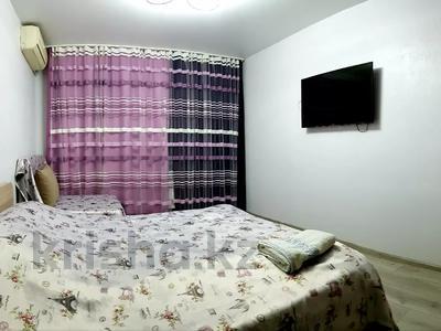 1-комнатная квартира, 40 м², 3 этаж посуточно, проспект Назарбаева 91/97 — Гоголя за 9 000 〒 в Алматы, Медеуский р-н