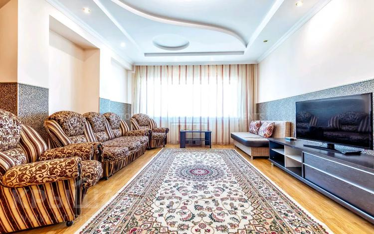 3-комнатная квартира, 150 м², 30/41 этаж посуточно, Достык 5 — Акмешет за 20 000 〒 в Нур-Султане (Астана), Есиль р-н