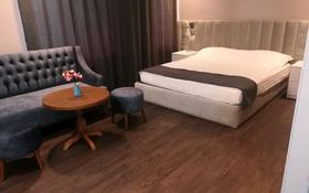 3-комнатная квартира, 45 м², 7/10 этаж посуточно, 11 мкрн 144 а — АРАЙ Дастан за 14 000 〒 в Актобе