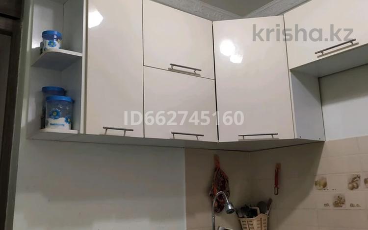 3-комнатная квартира, 59 м², 1/4 этаж, мкр №8, Мкр 8 11 за 22.5 млн 〒 в Алматы, Ауэзовский р-н