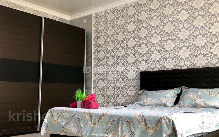 1-комнатная квартира, 49 м², 5/7 этаж посуточно, Кабанбай батыра 60/3 — 29/1 за 12 000 〒 в Нур-Султане (Астана), Есиль р-н