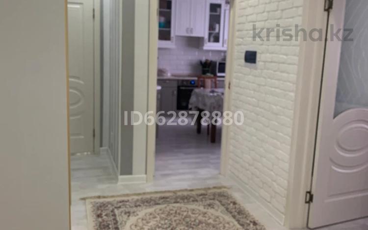 3-комнатная квартира, 80 м², 7/10 этаж, проспект Шахтёров 74 за 26.5 млн 〒 в Караганде, Казыбек би р-н