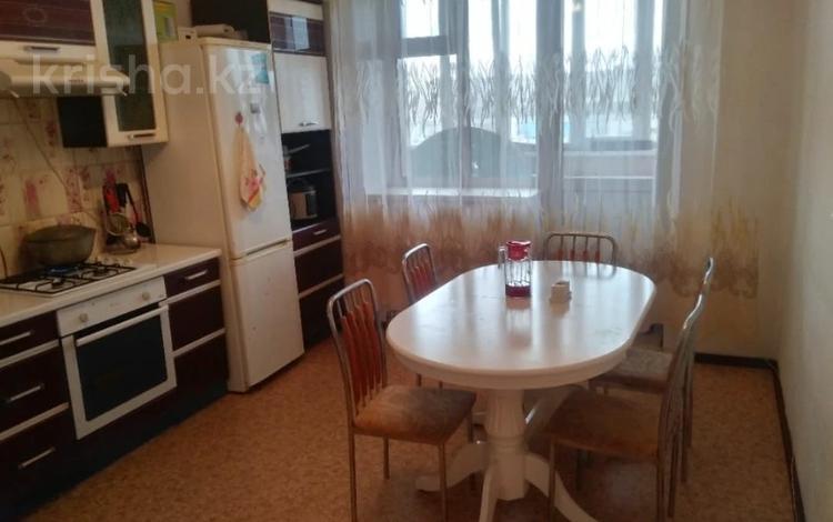 3-комнатная квартира, 86 м², 2/5 этаж, Гастелло за ~ 25.9 млн 〒 в Петропавловске