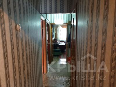 3-комнатная квартира, 62 м², 1/5 этаж, мкр Майкудук, 16й микрорайон за 12 млн 〒 в Караганде, Октябрьский р-н