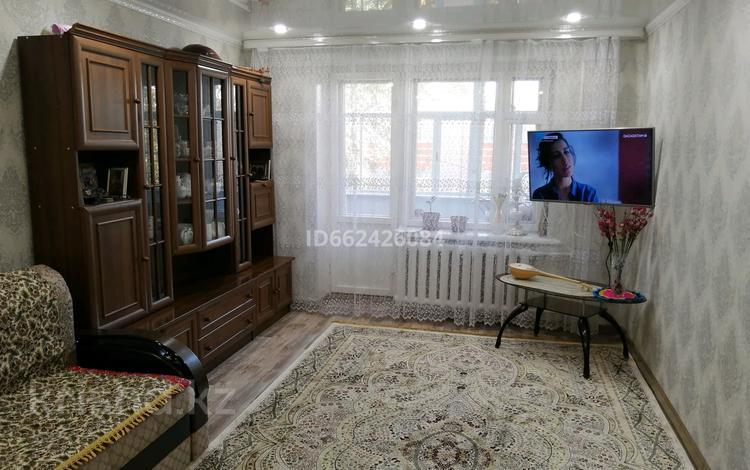 3-комнатная квартира, 60 м², 2/5 этаж, проспект Абулхаир Хана 2/3 за 16 млн 〒 в Уральске