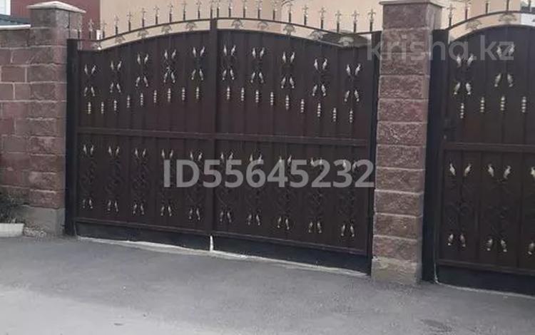 6-комнатный дом, 310 м², 10 сот., Кайрат за 45 млн 〒 в в селе Шамалган