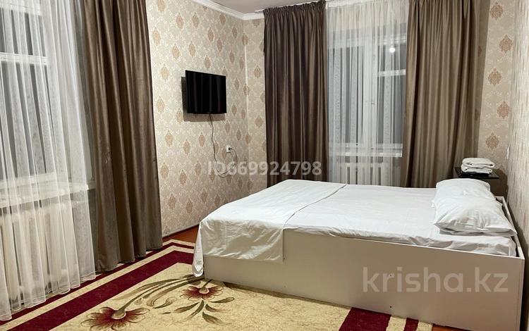 1-комнатная квартира, 38 м², 2/5 этаж посуточно, Абая 123 за 6 000 〒 в Таразе