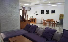 2-комнатная квартира, 100 м² помесячно, Омарова 33 за 370 000 〒 в Алматы, Медеуский р-н