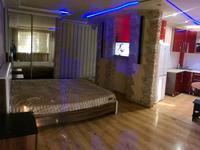 1-комнатная квартира, 33 м² по часам, мкр Новый Город, Нуркен Абдирова 7 — Бухар жырау за 500 〒 в Караганде, Казыбек би р-н