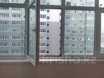 1-комнатная квартира, 45 м², 8/17 этаж помесячно, мкр Мамыр-1, Мкр Мамыр-1 за 120 000 〒 в Алматы, Ауэзовский р-н — фото 16