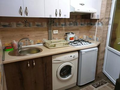 1-комнатная квартира, 30 м², 2/4 этаж посуточно, проспект Тауке хана 4 — Момышулы за 10 000 〒 в Шымкенте, Аль-Фарабийский р-н — фото 4