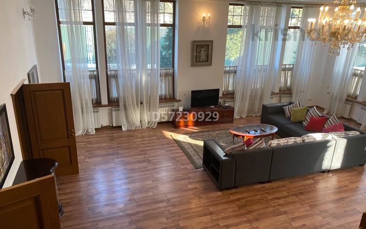 4-комнатный дом помесячно, 250 м², 5 сот., мкр Коктобе 91 — Кок-тобе2 за 600 000 〒 в Алматы, Медеуский р-н