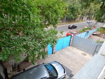 8-комнатный дом, 185 м², 4 сот., Орманова — Есенберлина за 55 млн 〒 в Алматы, Медеуский р-н — фото 17