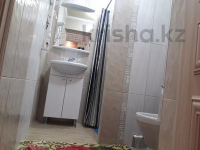 1-комнатная квартира, 38 м², 3/4 этаж посуточно, проспект Бухар жырау 70 — Комиссарова за 10 000 〒 в Караганде, Казыбек би р-н