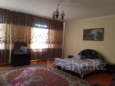 5-комнатный дом посуточно, 250 м², Байдибек би 8 — Акынова за 15 000 〒 в Шымкенте — фото 4