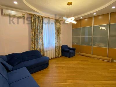 4-комнатная квартира, 150 м², 4/20 этаж на длительный срок, мкр Самал-2 162 за 750 000 〒 в Алматы, Медеуский р-н