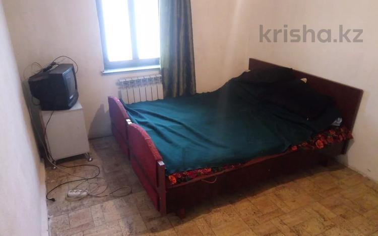 2-комнатный дом помесячно, 23 м², мкр Алгабас, Фаризы Онгарасыновой 46 за 25 000 〒 в Алматы, Алатауский р-н