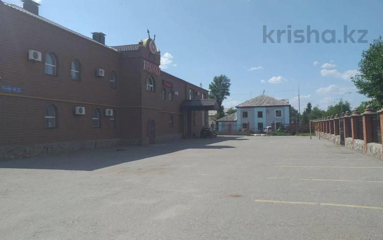 Здание, площадью 2853 м², Тауелсиздик 149 — Бородина за 400 млн 〒 в Костанае
