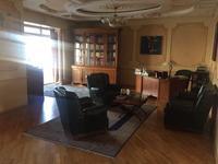 5-комнатная квартира, 300 м² помесячно