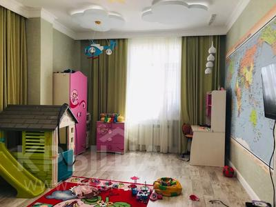 4-комнатная квартира, 160 м², 14/15 этаж, Керей и Жанибек хандар — Сауран за ~ 90 млн 〒 в Нур-Султане (Астана) — фото 12