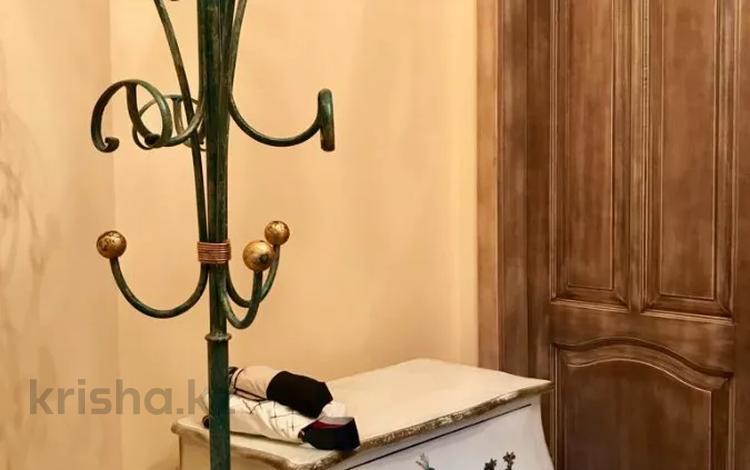 5-комнатный дом на длительный срок, 500 м², 20 сот., Достык 333 за 2 млн 〒 в Алматы, Медеуский р-н