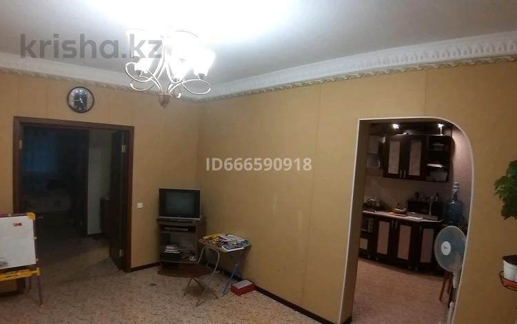 3-комнатная квартира, 69 м², 1/2 этаж, Строителей 46 за 6.5 млн 〒 в Темиртау