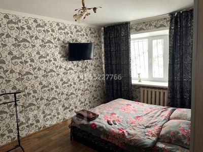 1-комнатная квартира, 45 м², 2/9 этаж посуточно, Абдирова 34 за 6 000 〒 в Караганде, Казыбек би р-н