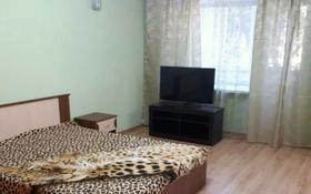 1-комнатная квартира, 36 м², 3/5 этаж посуточно, проспект Ауэзова за 7 000 〒 в Усть-Каменогорске